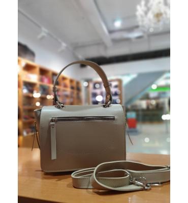 Женская сумка из качественной экокожи, цвет бежевый, 18-25-10 см