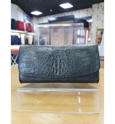 Глянцевый кошелек черно-графитового цвета из фактурной кожи крокодила CROCODILE LEATHER